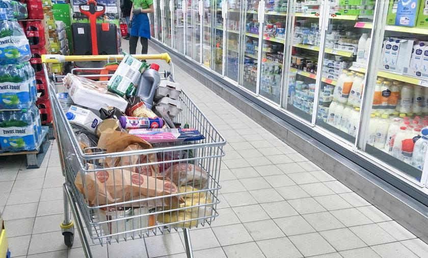 Większość dużych sklepów zostanie będzie czynna w sylwestra do godz 18 bądź 19.
