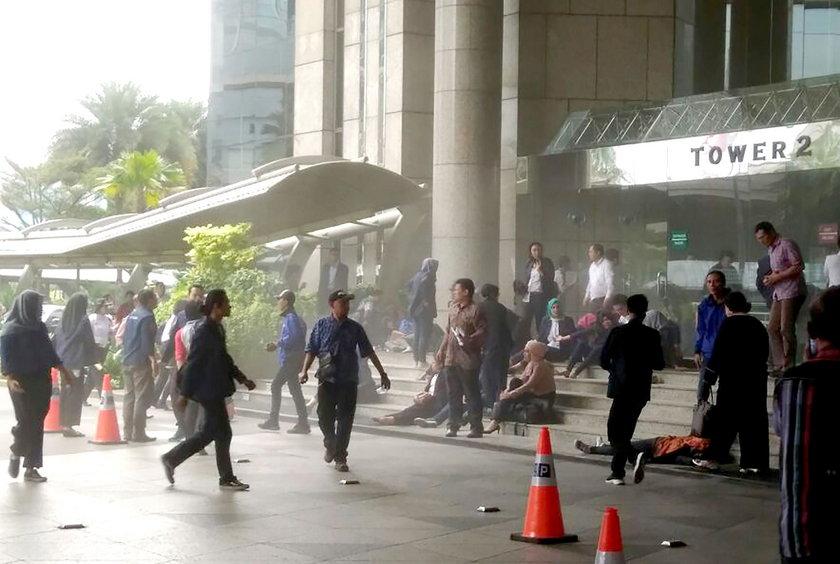 Pod tłumem studentów zawaliła się podłoga. Wstrząsający film