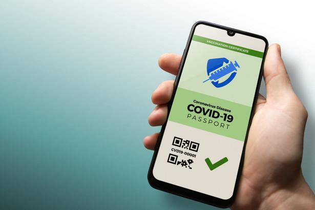 W celu weryfikacji statusu zdrowotnego możliwe będzie stosowanie aplikacji mobilnej udostępnionej przez Centrum e-Zdrowia
