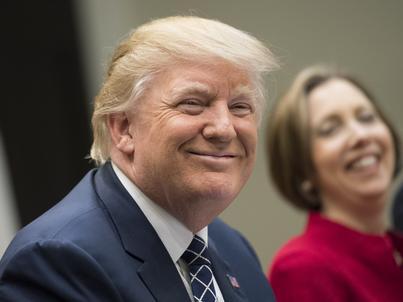 Prezydentowi Donaldowi Trumpowi przysługuje 400 tys. dol. pensji rocznie