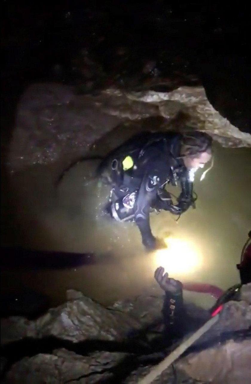 Akcja ratunkowa w jaskini Tham Long