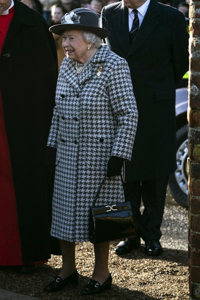 Kraljica je uvek na visini modnog zdataka