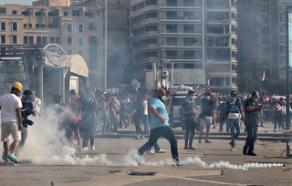 Libańczycy czują gniew. Zmiana rządu nie wystarczy