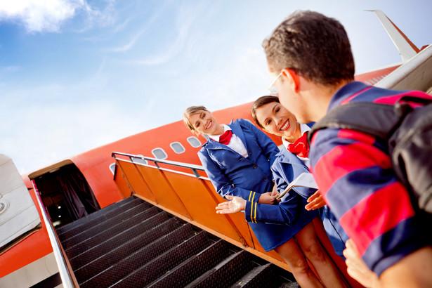 Nadzwyczajne okoliczności - takie jak strajk, zmuszające do reorganizacji lotów, nie mogą usprawiedliwiać odmowy przyjęcia na pokład ani zwalniać przewoźnika z obowiązku wypłaty odszkodowania.