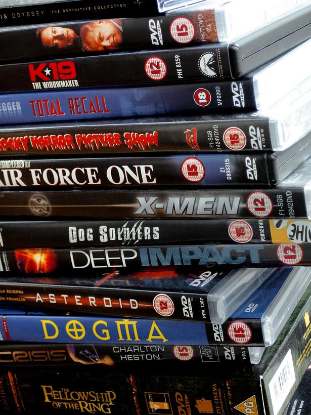 Internetowe serwisy wideo na żądanie coraz częściej oferują filmy szybciej, niż pojawiają się one w sprzedaży na płytach DVD czy Blu-ray.
