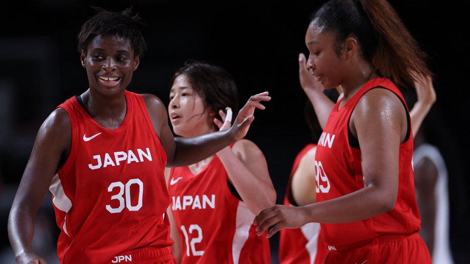 Evelyn Mawuli, Naho Miyoshi i Monica Okoye