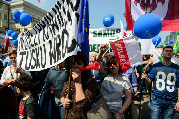 Rzecznik KSP Mariusz Mrozek powiedział PAP, że marsz przebiegł spokojnie, nie doszło do żadnych incydentów