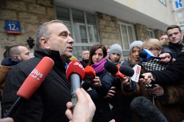 """""""Zarząd podjął decyzję, i to była decyzja jednogłośna, o pozostaniu w budynku parlamentu, w budynku Sejmu, na sali plenarnej przynajmniej do 11 stycznia 2017 r."""" - powiedział na briefingu prasowym Schetyna"""