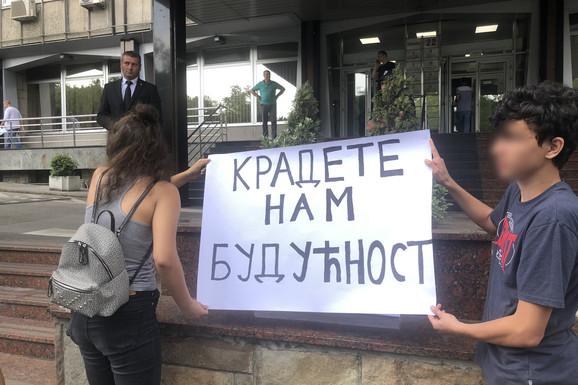 OTKRIVAMO DETALJE ISTRAGE PROCURELIH TESTOVA: U 15 škola u Srbiji testovi iz matematike OTVORENI PRE VREMENA