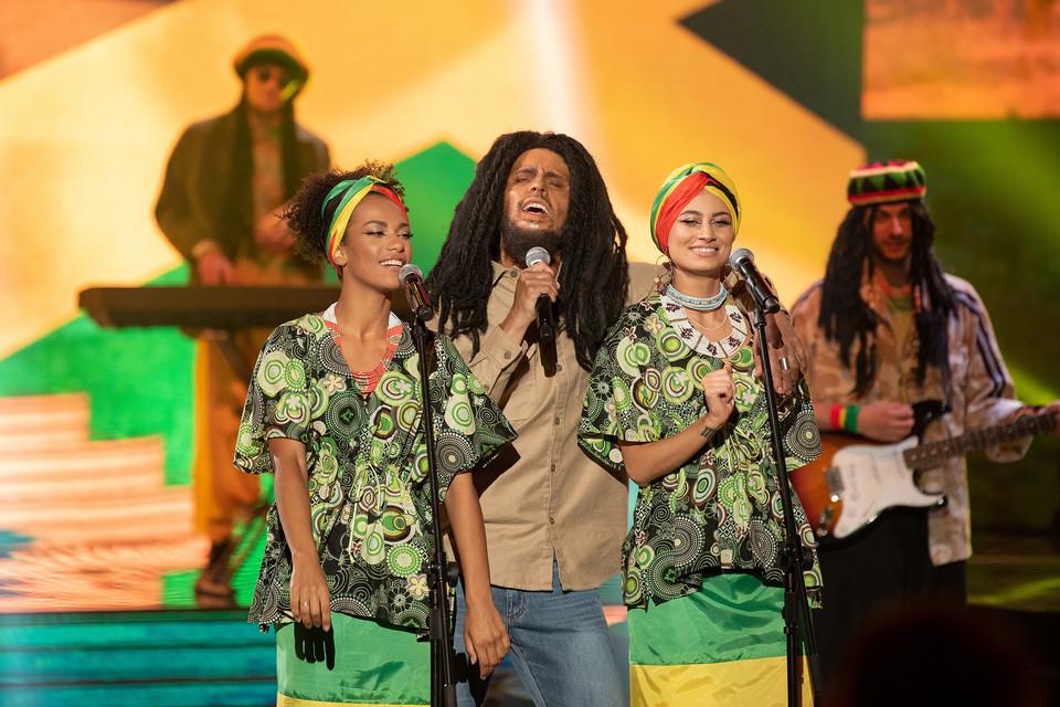 """Adam Strajkovsky sebagai Bob Marley di acara itu """"Wajahmu terlihat familiar15"""""""