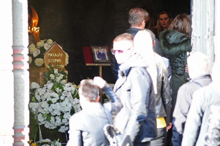 Izjavljivanje saučešća u kapeli na Novom groblju