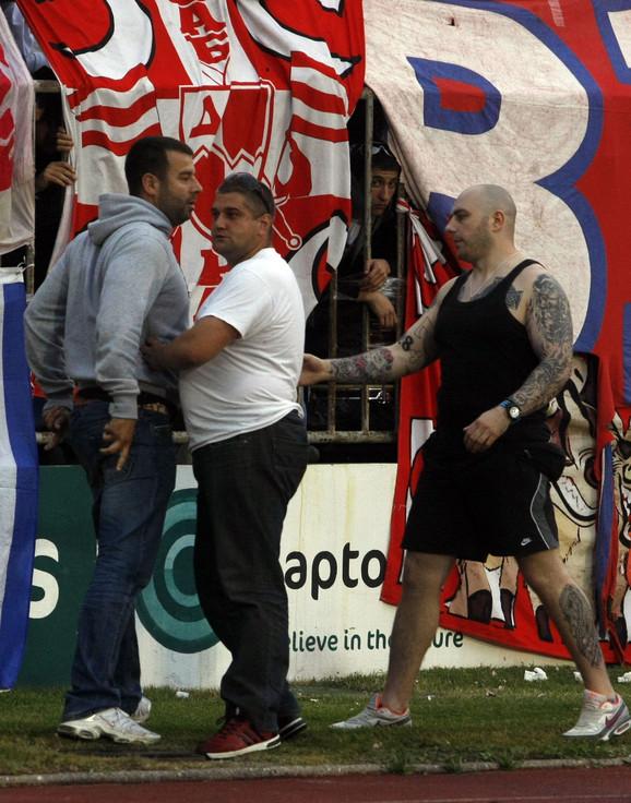 Vučković (levo) i Bogdanov (desno) tokom nereda na majskom derbiju