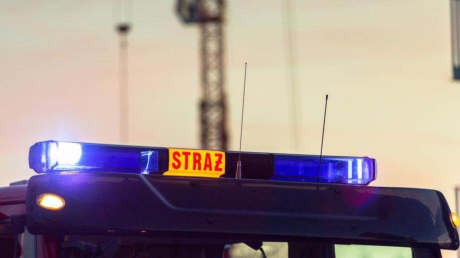 Płock. Samochód uderzył w budynek i stanął w płomieniach. Zginęło trzech mężczyzn