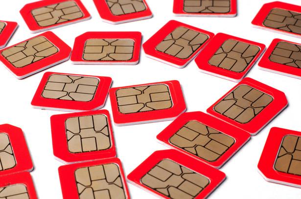 """Głównym haczykiem dla konsumentów miała być dewiza: albo zarejestrujesz kartę, albo stracisz numer""""."""