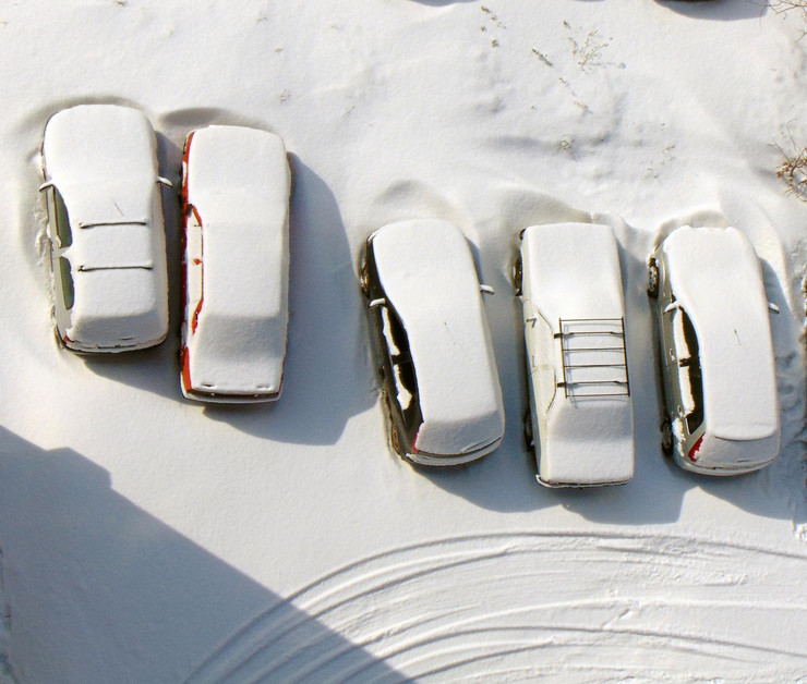 NIS02 sneg jutarnje ciscenje automobila od snega foto Branko Janackovic_preview