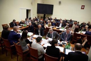 """Sejm: Komisja za przyjęciem z poprawkami projektu """"Za życiem"""""""