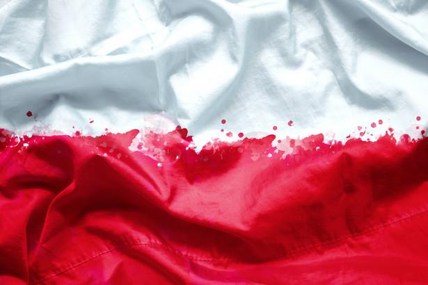 Dopiero w momencie kryzysowym ówczesne społeczeństwo polskie uświadomiło sobie, jak głęboko jest podzielone.