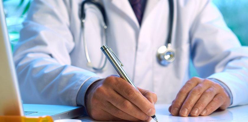 """Zakazali kardiologowi leczyć z powodu języka. Panu Tomaszowi po prostu """"nie wchodzi"""" angielski"""