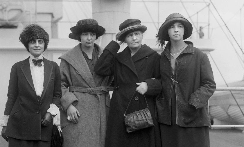 Maria Skłodowska-Curie z córkami