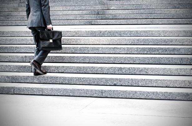 W działach prawnych firm jak najbardziej jest miejsce dla młodych prawników.