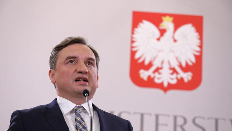 Zbigniew Ziobro podczas konferencji prasowej w siedzibie MS
