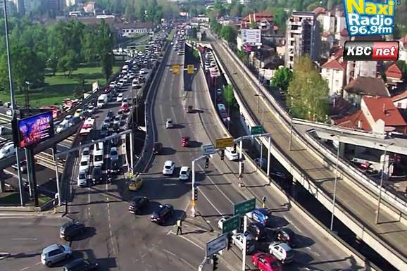 GUŽVE U BEOGRADU Intezitet saobraćaja pojačan na Autokomandi, Slaviji i Pančevačkom mostu