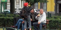Bezdomni śpią w centrum miasta