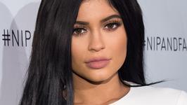 Kylie Jenner kusi wielkim biustem