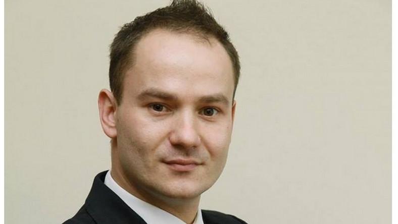 Na co dzień pracuje w Urzędzie Marszałkowskim Województwa Lubuskiego, gdzie pełni obowiązki specjalisty Departamentu Europejskiego Funduszu Społecznego