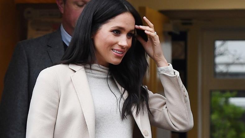 Małżonka księcia Harry'ego pojawiła się wczoraj w londyńskiej siedzibie jednej z organizacji charytatywnych działających na rzecz zwierząt...