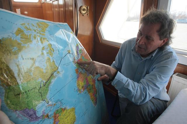 Branko Kresojević pokazuje kuda su sve plovili