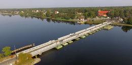 Idź świętować budowę mostu!