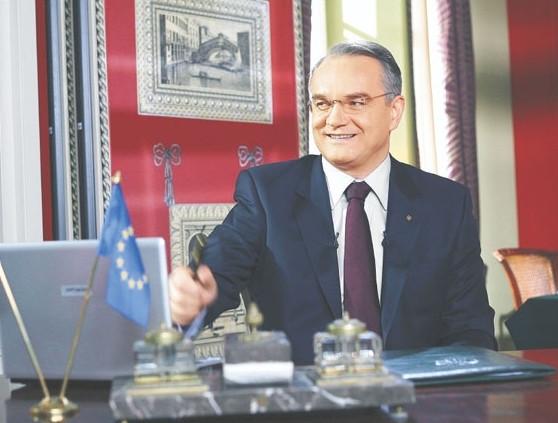 Waldemar Pawlak, minister gospodarki - Obiecywał, że do 2010 r. zniknie jedna czwarta przepisów utrudniających życie przedsiębiorcom, a firmę będziemy mogli założyć w jednym okienku.