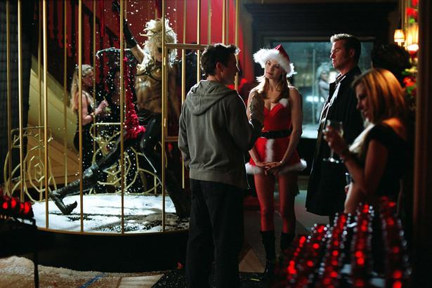 """Kiss Kiss Bang Bang Obiecaliśmy, że w naszym zestawieniu nie będzie """"Szklanej pułapki"""", ale co to za święta bez kina sensacyjnego? Aby nie było zbyt schematycznie, Shane Black zaprasza na święta w słonecznej Kalifornii. Aby nie było zbyt nudno święta wzbogaca o tajemniczą zbrodnię i zabójczą kreację aktorską Roberta Downeya Jr."""