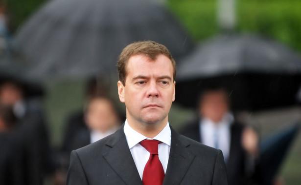 Gospodarka Rosji nigdy wcześniej nie otrzymała tak wielu ciosów w jednym czasie - oświadczył w środę premier Dmitrij Miedwiediew