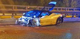 Noc niszczenia luksusowych aut w Warszawie? Miazga z ferrari i dachowanie bmw