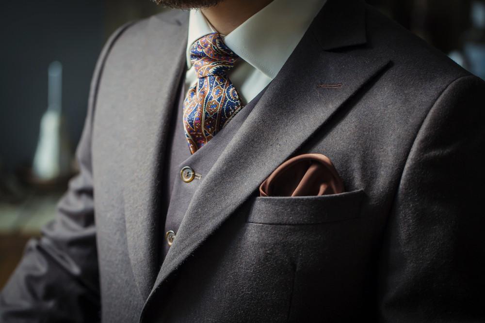 """Uzyskiwanie przychodów w ramach działalności gospodarczej nie jest uzależnione od rodzaju noszonej odzieży, gdyż schludny wygląd niezbędny jest dla wykonywania wielu zawodów poza sferą działalności gospodarczej – stwierdził dyrektor KIS. Z drugiej strony zdarza się, że ubiór """"stanowi niezbędny element kompleksowego wykonania usług"""
