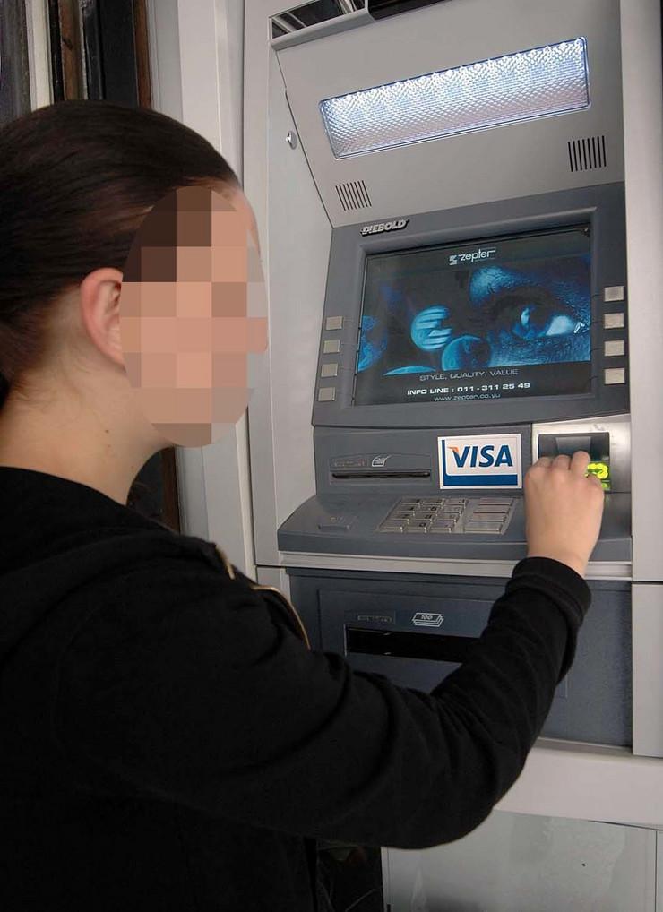 Nis 7 2 2014 situacija na jednom od Bankomata u Nisu Ras K Kamenov