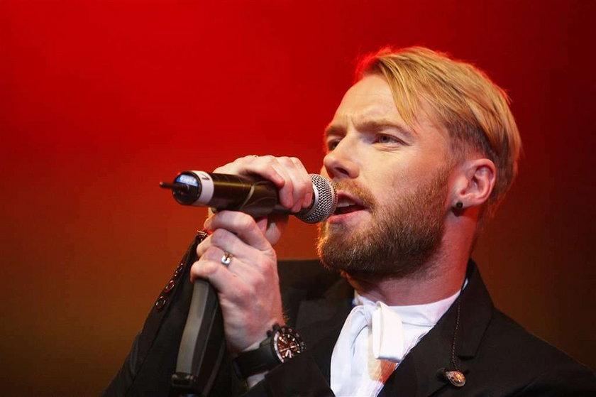 Piosenkarz przeprosił żonę za zdradę na płycie