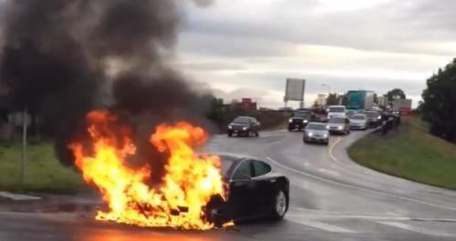 Tesla Model S в огне