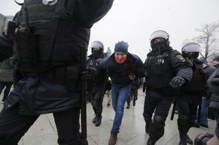 Część zatrzymanych podczas protestów w Moskwie pozostaje na komisariatach