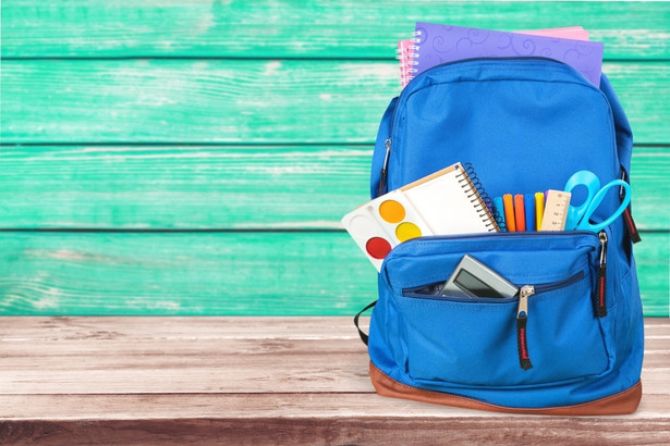 """Pomoc z programu """"Dobry start"""" przysługuje wszystkim rodzicom, których dzieci 1 września rozpoczynają naukę w szkole, bez względu na jej rodzaj."""