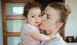 Jedna córeczka zmarła, druga walczy o życie. Czy może być coś gorszego?