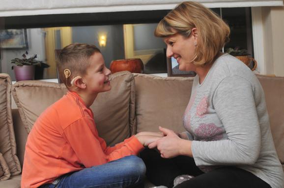 Kada je napunio 16 meseci saznali smo da Marko ne čuje, a tek sa četiri godine je progovorio, kaže majka Jelena iz Novog Sada