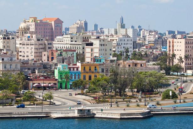 Hawana - miasto nad Zatoką Meksykańską, stolica Kuby i największe miasto oraz port na wyspie i w całych Karaibach. W Hawanie znajdują się liczne zabytki architektury kolonialnej. Z tego powodu stare miasto La Habana Vieja zostało w 1982 roku wpisane na listę światowego dziedzictwa UNESCO.