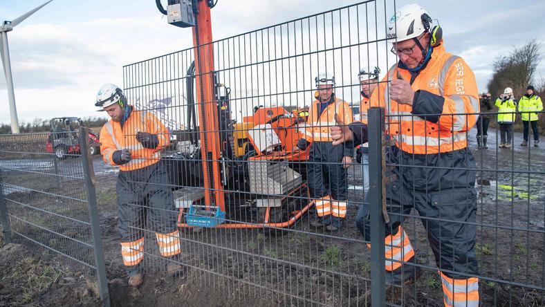 Na zdjęciu: budowa płotu przy granicy duńsko-niemieckiej