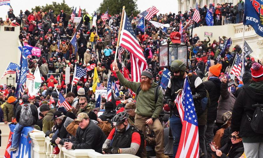 Zwolennicy Trumpa wtargnęli do Kapitolu