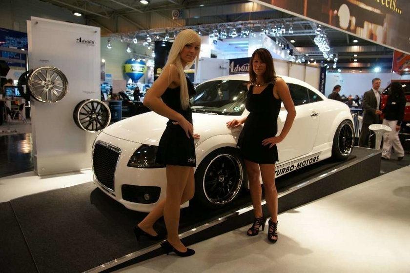 Gorące dziewczyny i szybkie maszyny z Essen Motor Show 2009