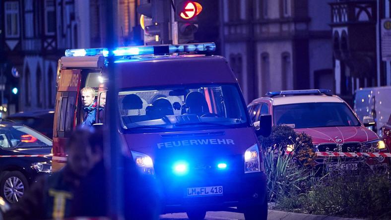 Wóz strażacki na miejscu zdarzenia w miasteczku Limburg w Hesji