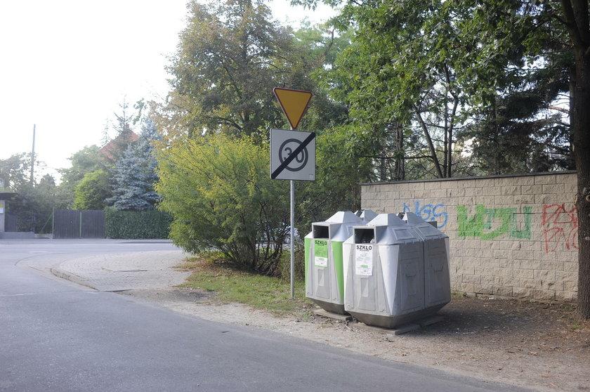 Kontenery przy skrzyżowaniu ulic Solskiego i Bukowskiego